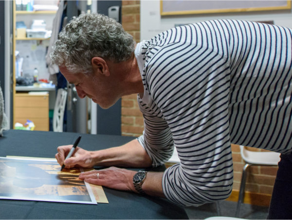 Image of Gordon Buchanan signing prints at Horizon Lectures
